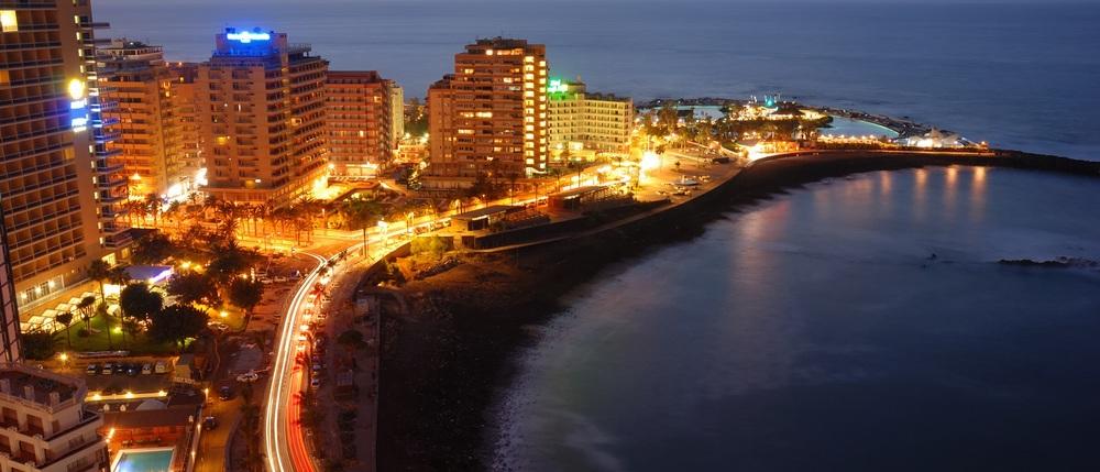 puerto de la cruz night lights